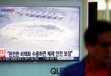 A man walks past a TV broadcasting a news report on the upcoming dismantling of the Punggye-ri nuclear testing site, in Seoul, South Korea, May 23, 2018. © Kim Hong-Ji : Reuters