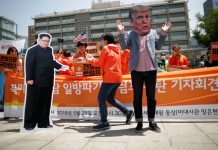 FILE PHOTO- Anti-US.President Donald Trump rally near U.S. embassy in Seoul, South Korea © Kim Hong-Ji : Reuters