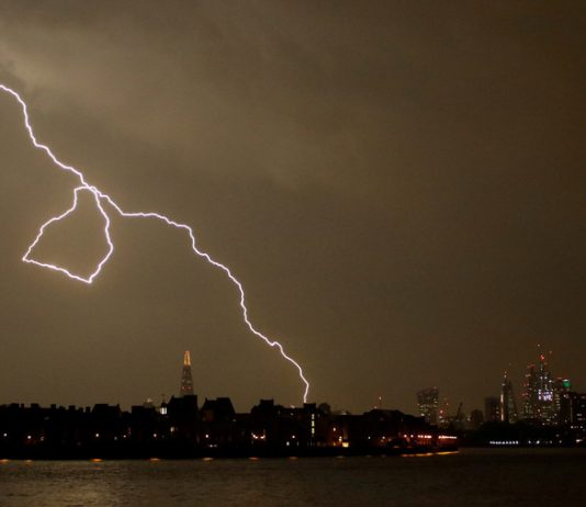 Lightning strikes over London, May 26 © Tom Jacobs : Reuters