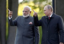 Narendra Modi and Vladimir Putin in St.Petersburg in 2017. / Reuters