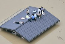 Residents await rescue on a rooftop during the flood in Kurashiki, Japan. July 7, 2018 © Kyodo / Reuters