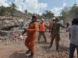 Indonesian search and rescue personnel in Lombok after a 6.2-magnitude aftershock hit on Thursday. Photograph: Adek Berry/AFP/Getty Images