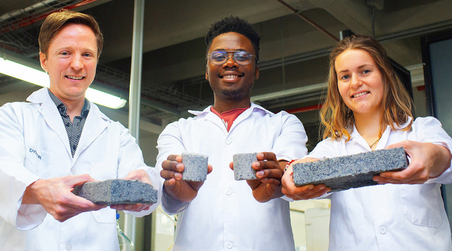 Department of Civil Engineering's Dr Dyllon Randall and his students, Vukheta Mukhari and Suzanne Lambert © UCT / Robyn Walker