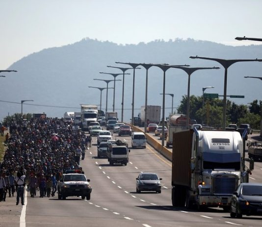 A caravan of migrants departs from San Salvador, October 31, 2018. © Reuters / Jose Cabezas
