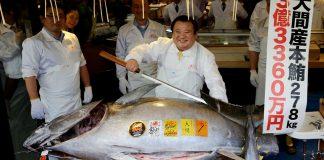 Kiyoshi Kimura with a 278kg bluefin tuna © Reuters / Kim Kyung-Hoon