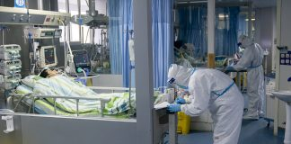Medical staff work in the intensive care unit of Zhongnan Hospital in Wuhan, central China's Hubei Province © Xiong Qi / Xinhua via Global Look Press