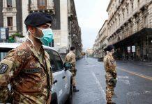 Italian soldiers at a roadblock in Catania on Saturday. © REUTERS/Antonio Parrinello